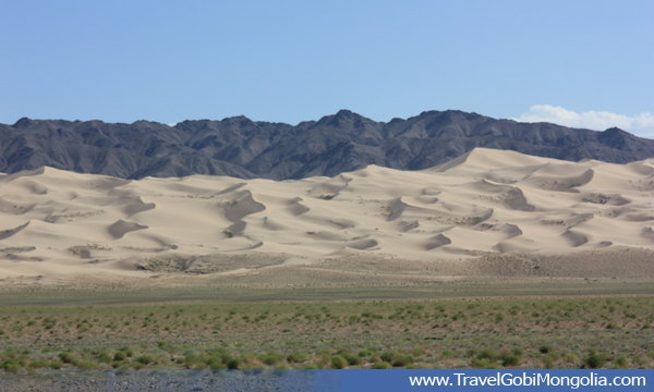 Khongor Sand Dune view from a distance