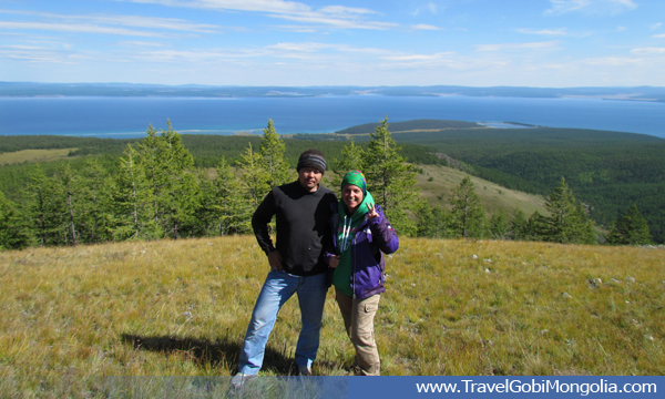 our guide is standing with a customer during Khuvsgul Lake trek