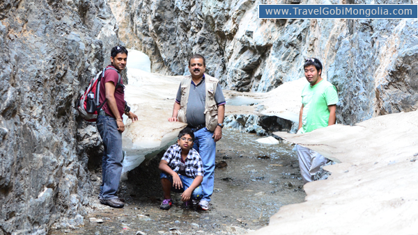 our guide with Indian 3 customers are in Yol Valley