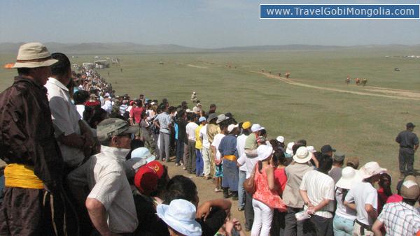 watching horse racing in Khui Doloon Khudag